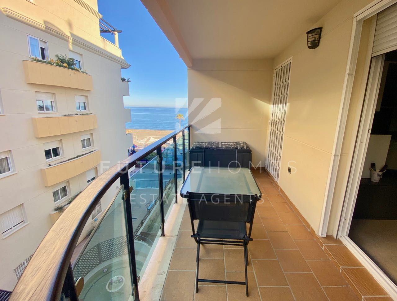 Modern apartment on Estepona sea front with sea views, garage and storeroom