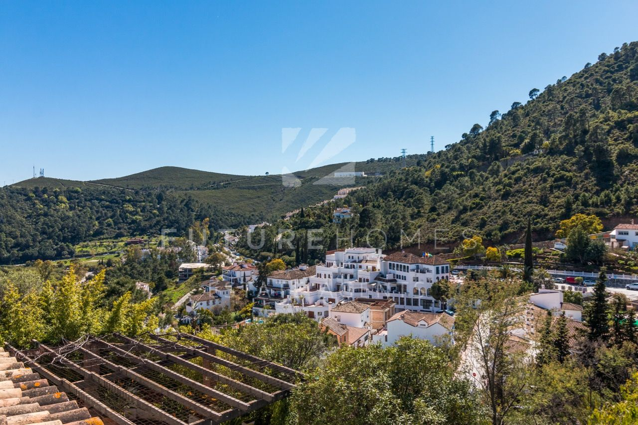 Excellent investment opportunity in the heart of beautiful white washed village of Benahavis.
