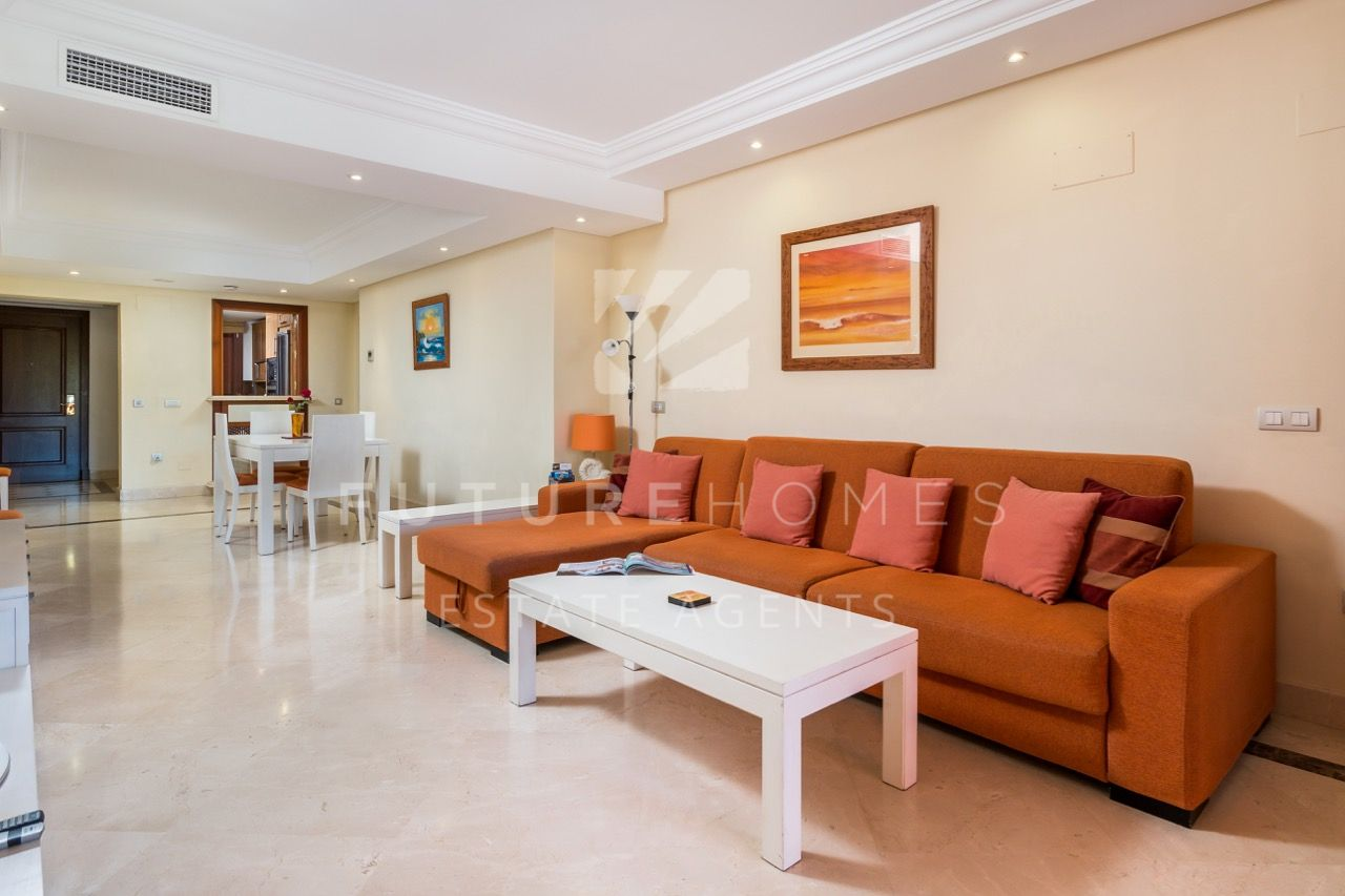 Luxurious apartment on a frontline beach community next to Kempinksi Hotel in Estepona