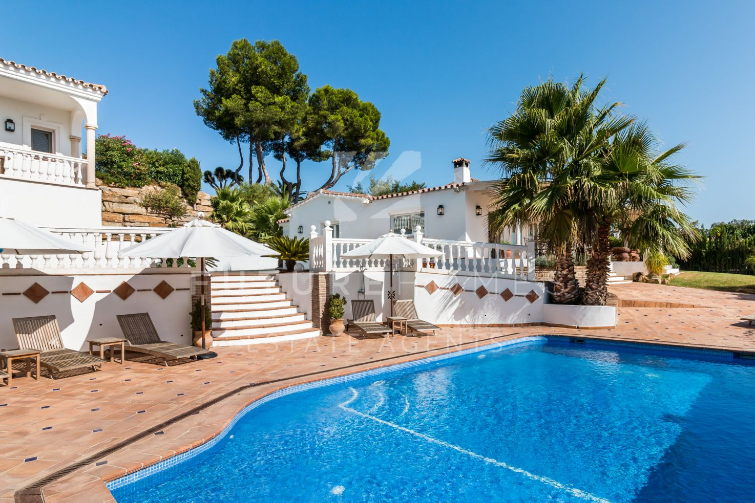 Stylish and immaculate detached villa for sale in El Paraiso Estepona