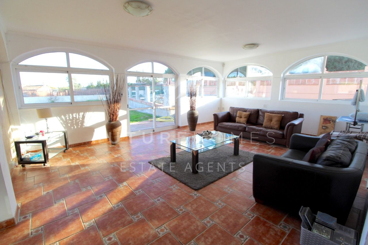 One level detached villa only 5 minutes drive from Estepona port, reduced to sell.