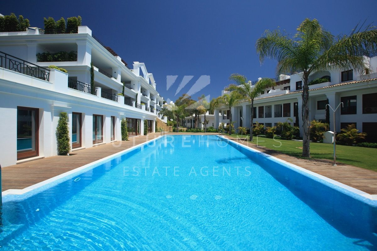 LUXURY AND EXCLUSIVE FRONT LINE DONCELLA BEACH ESTEPONA
