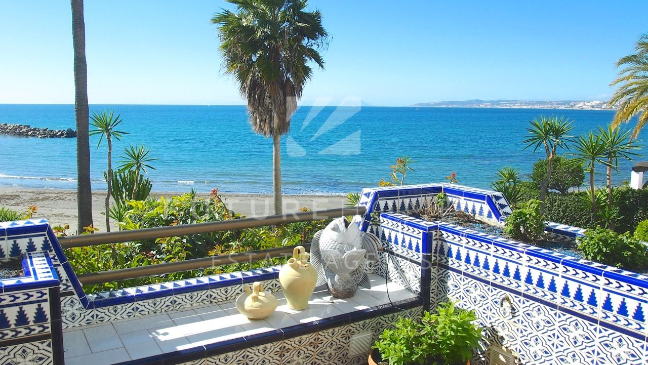 Front line beach apartment in Bermeja Beach Estepona