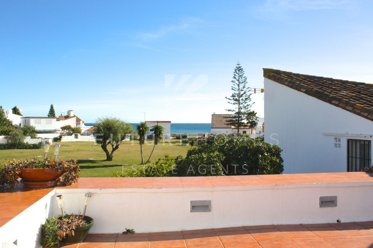 Superb townhouse for sale in Bahia Dorada Estepona