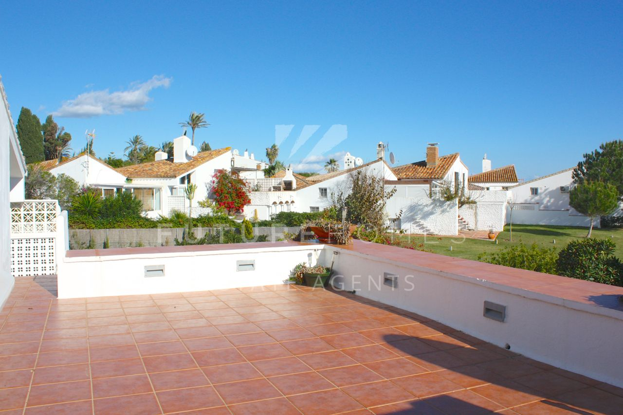 REDUCED for quick sale by 60,000 euros!!! Superb townhouse for sale in Bahia Dorada Estepona