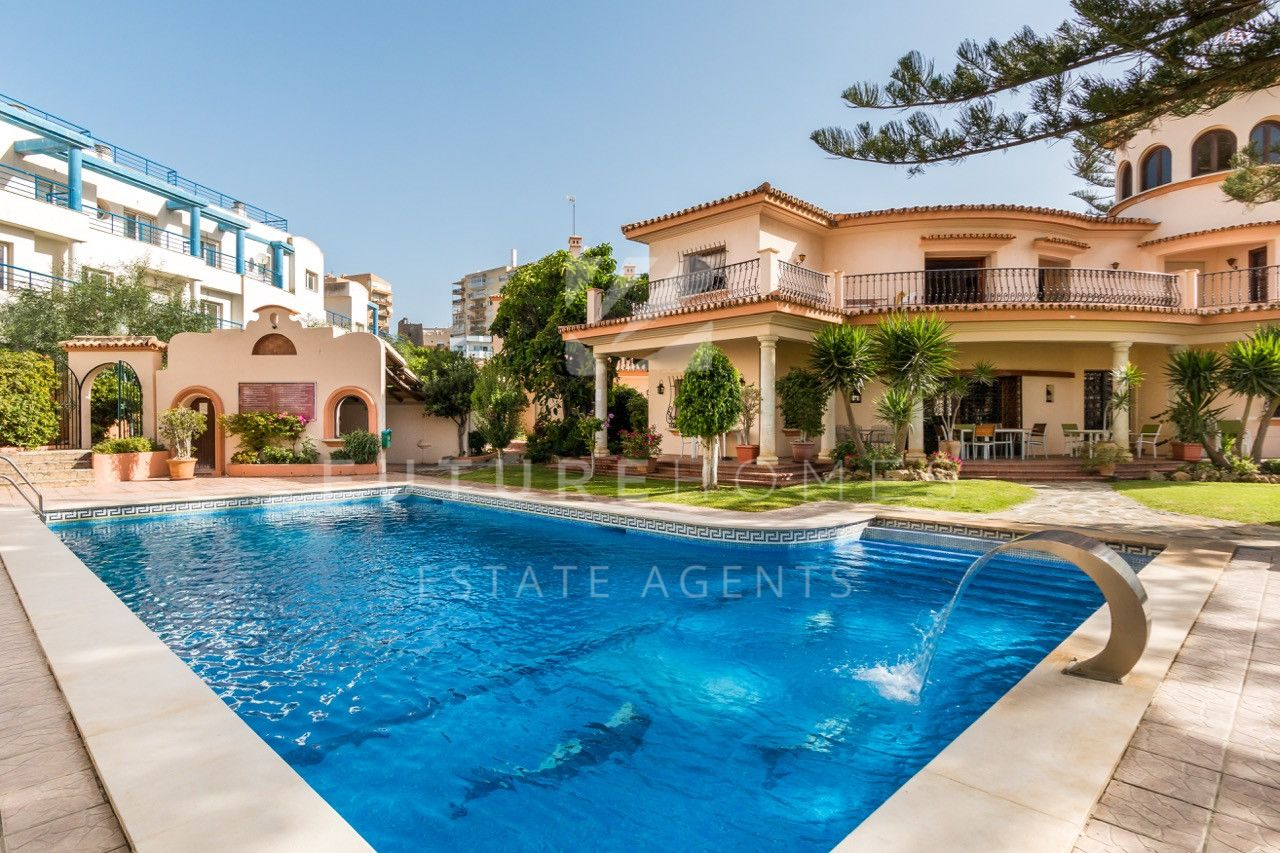 Large townhouse for sale in Belgravia Club Estepona