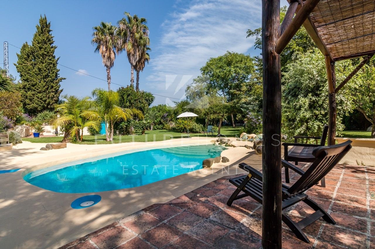 Unique detached villa in El Padron Estepona with beautiful gardens!