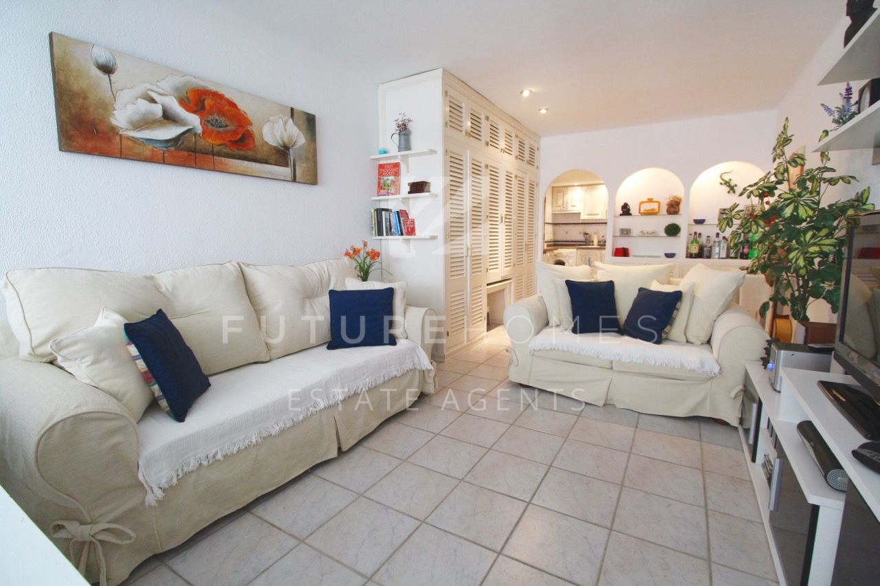 Spacious one bedroom apartment near Estepona port!