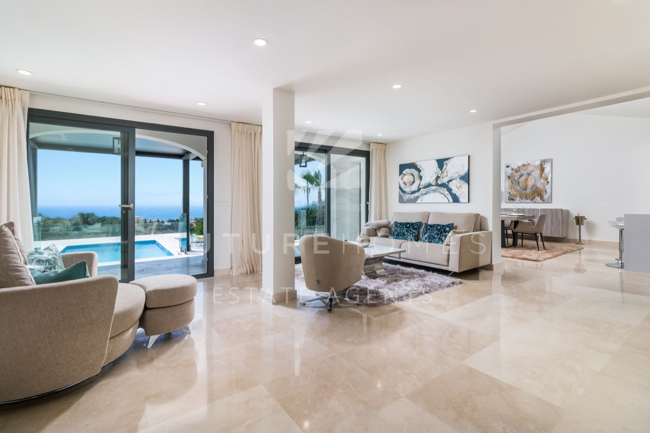 Stylish modern villa in Seghers with beautiful sea and town views
