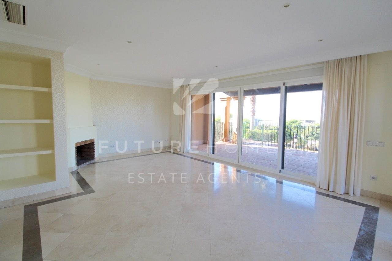 Semi-detached villa for sale in Seghers Estepona