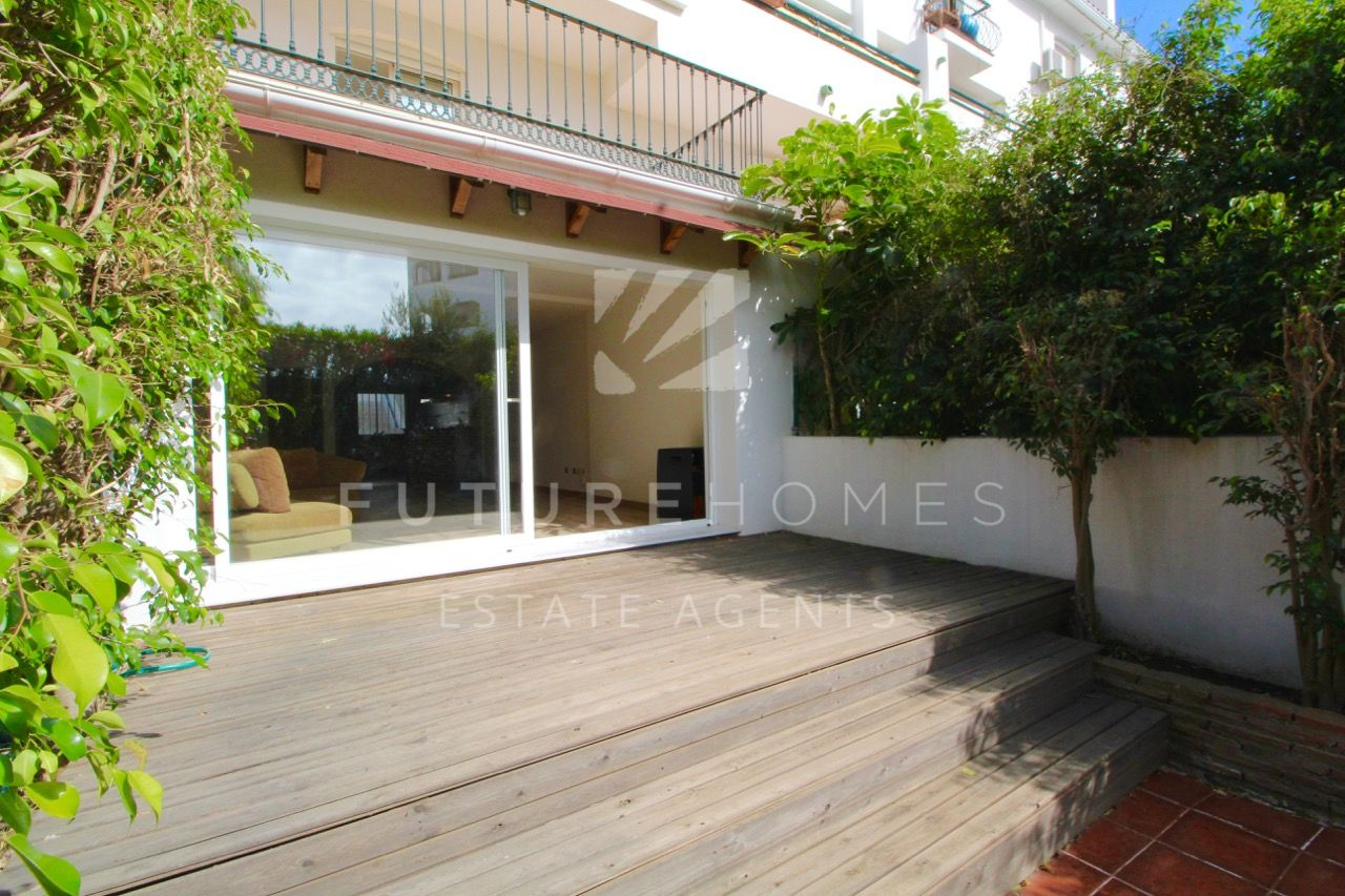 Spacious ground floor duplex with private garden for sale in Seghers Estepona