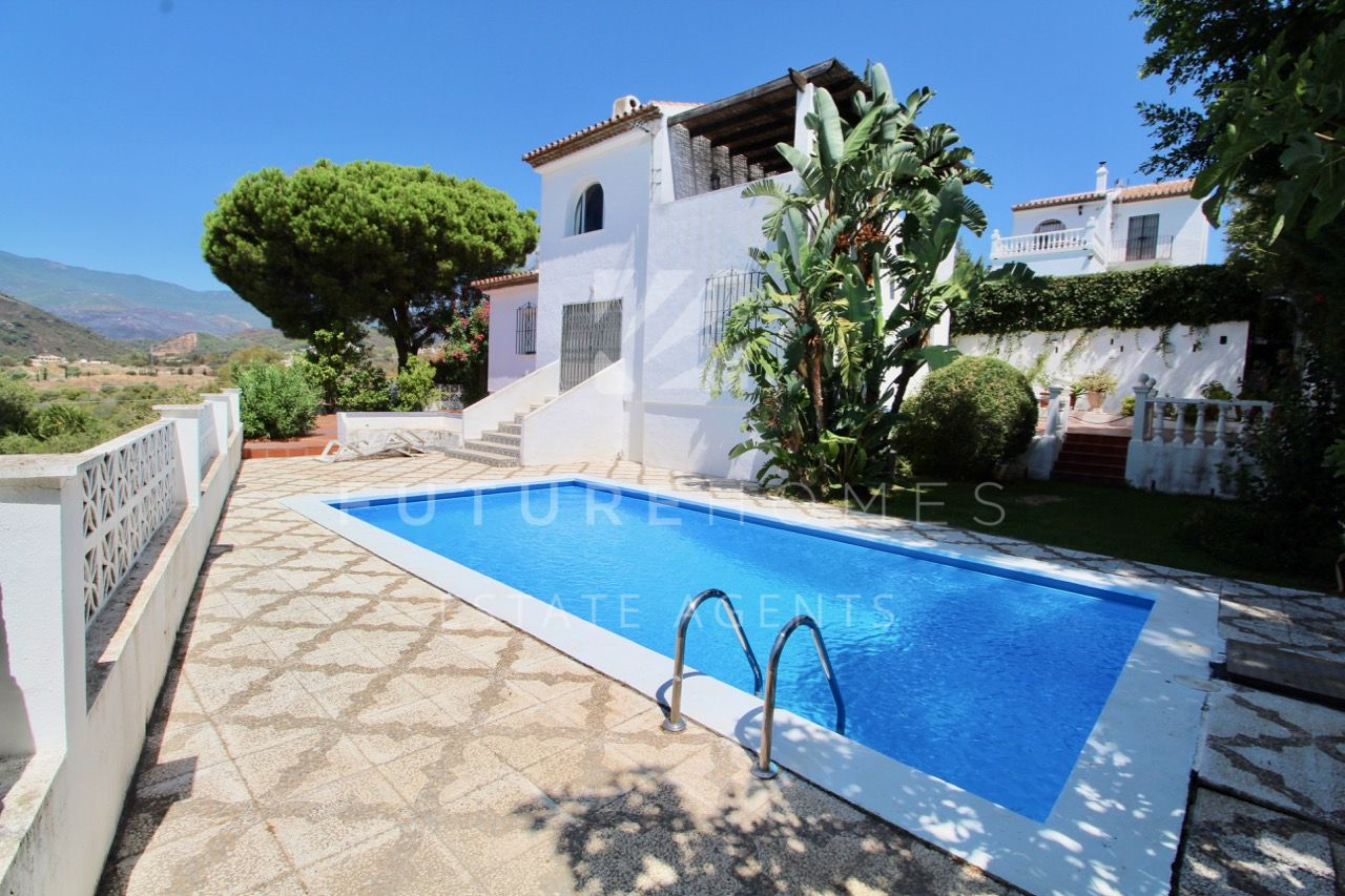 Amazing opportunity! Detached villa with great views in Estepona!