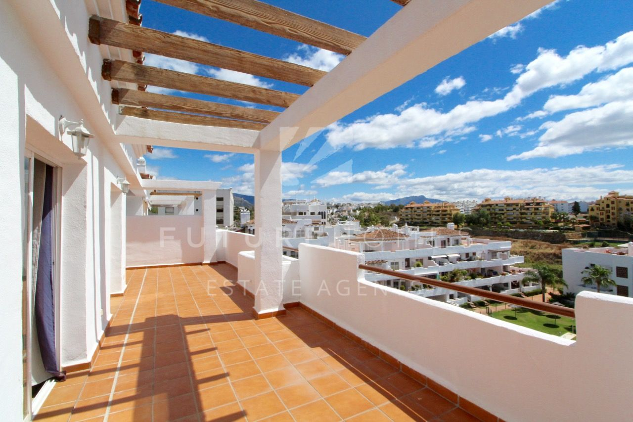 Fantastic duplex penthouse with spectacular roof terrace solarium in Selwo Estepona!