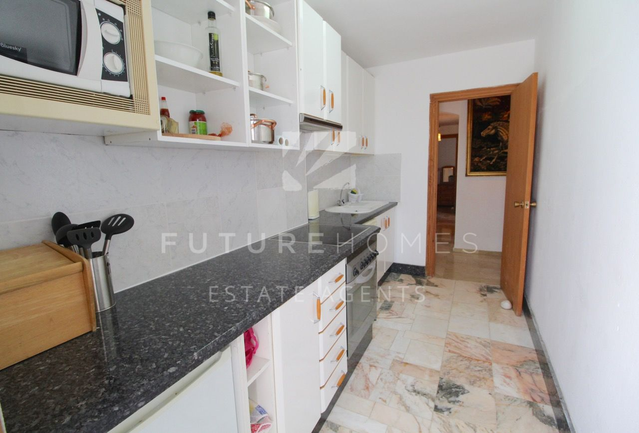 Well priced 2 bedroom apartment near Estepona Port!