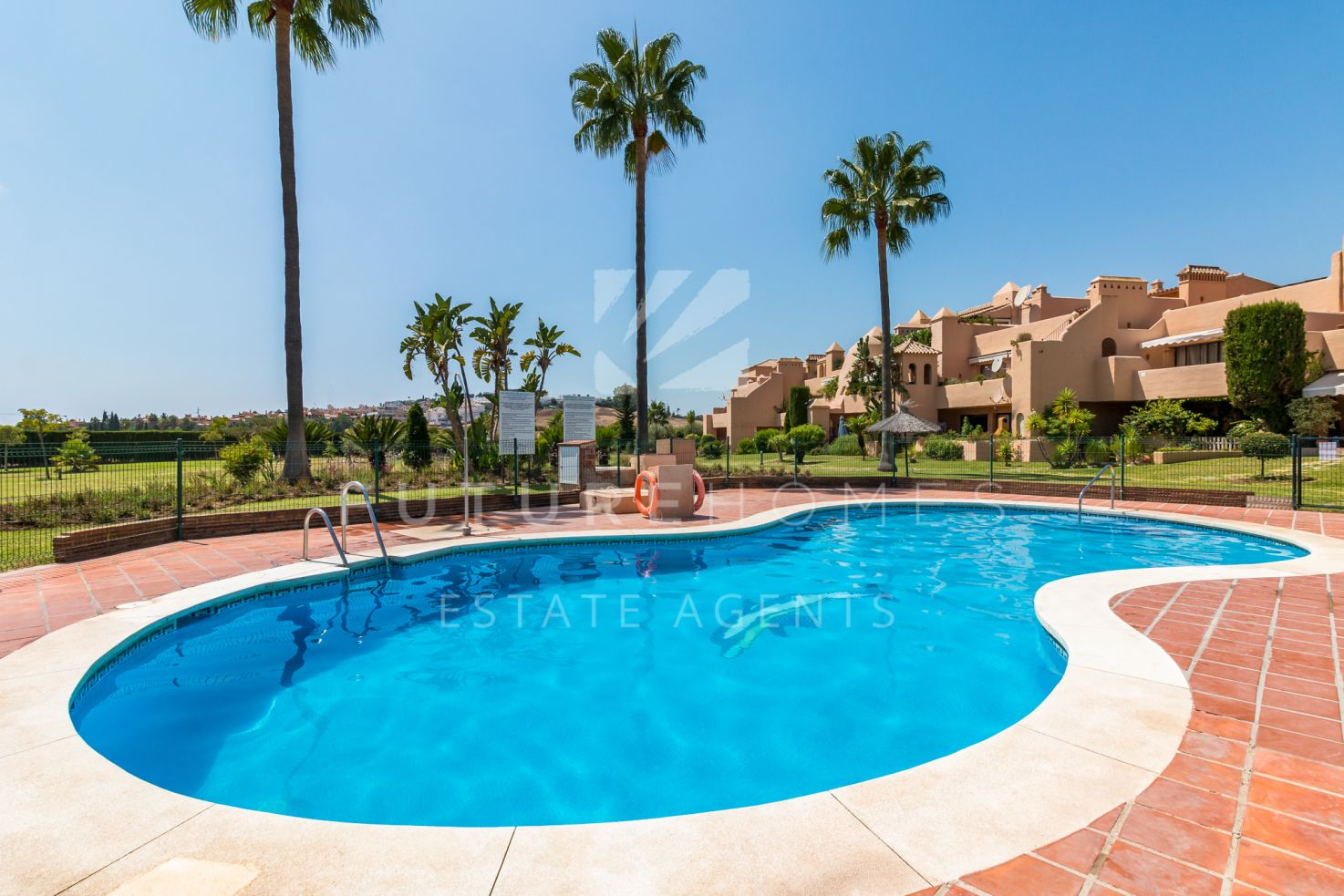 Immaculate ground floor apartment for sale in La Cartuja del Golf