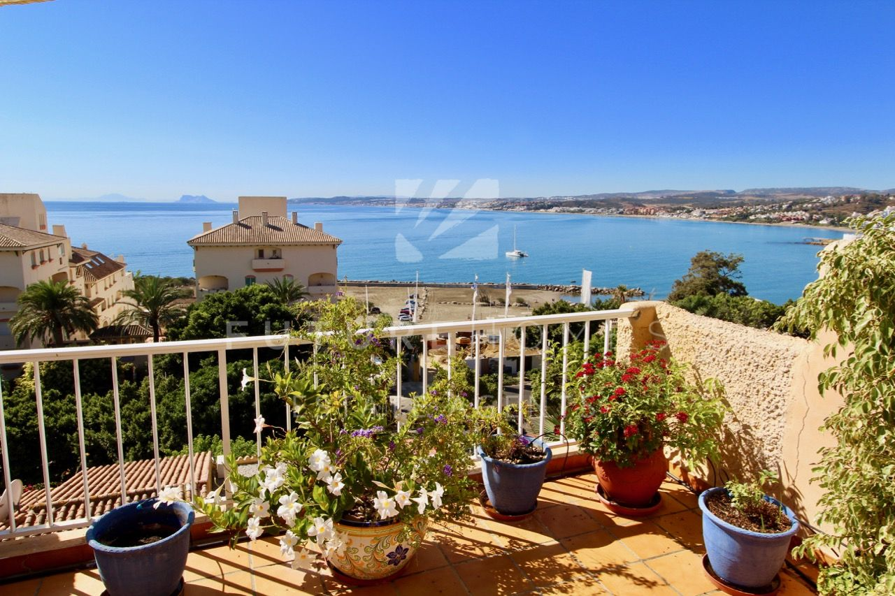 Apartment for sale overlooking Cristo Beach in Estepona with fantastic panoramic sea views