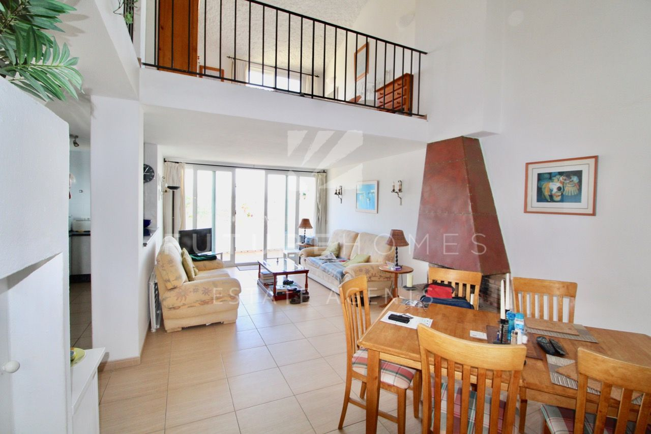 Bright one bedroom duplex apartment with sea views and direct access to the beach in Bahia Dorada!