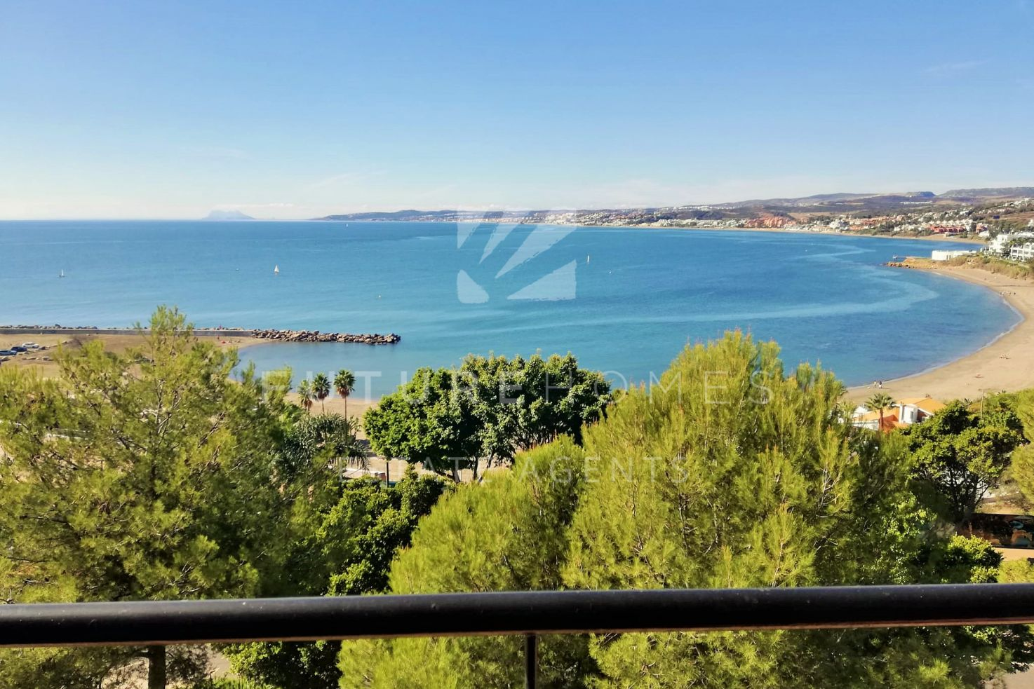 Spacious apartment with panoramic sea views overlooking Playa del Cristo, Estepona port