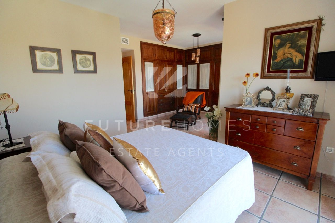 Spacious corner townhouse with private swimming pool in the heart of Estepona