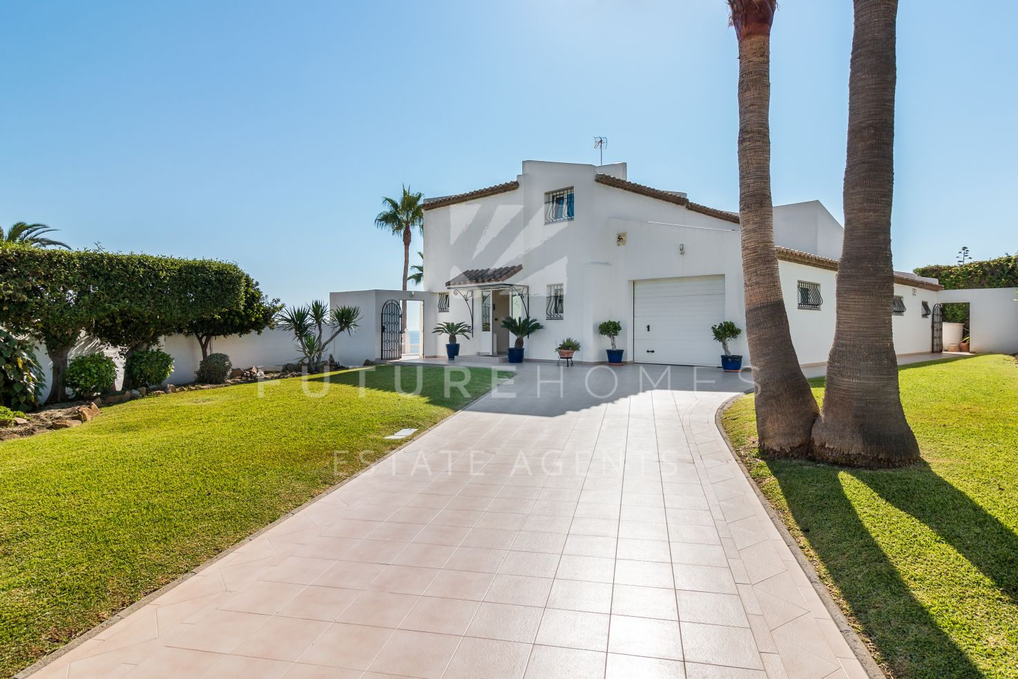 Front line beach detached villa with guest accommodation and private pool.