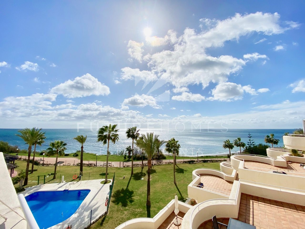 Spacious 4 bedroom frontline beach apartment for sale in Bermuda Beach Estepona