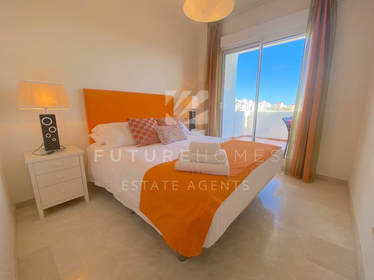 Absolute front line golf apartment with sea views ready to move into 5 minutes drive from Estepona port!
