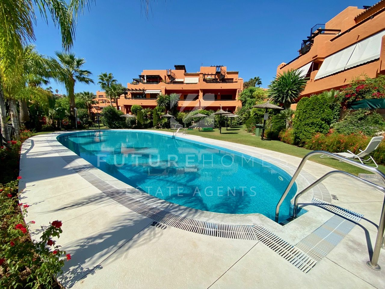 Bargain! Spacious ground floor apartment only 10 min walk to the beach in Jardines de Nueva Galera!