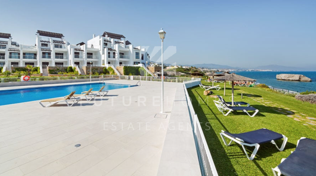 Location location location! Front line beach apartment in Casares Playa!