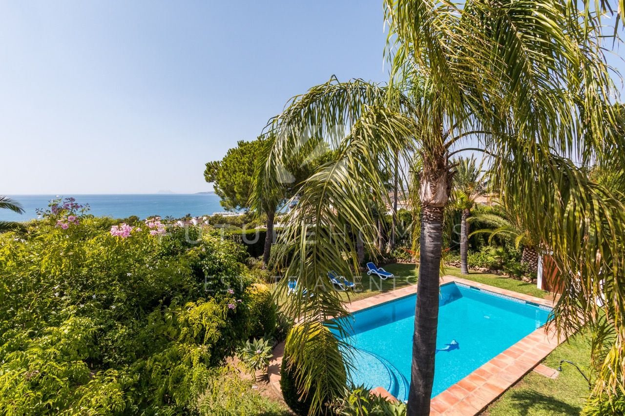 Superb villa in Seghers with spectacular sea views and very large plot