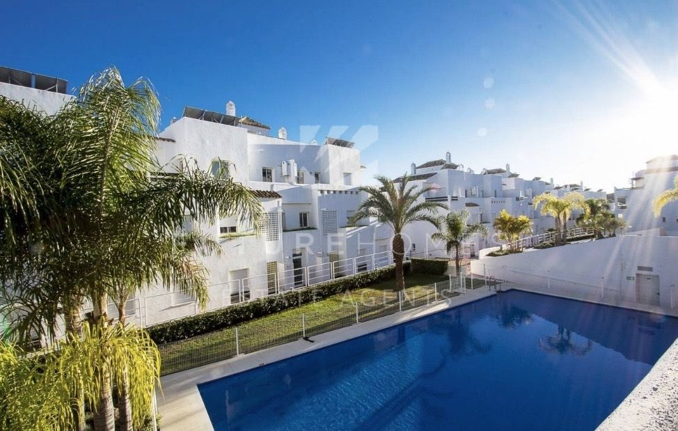 Opportunity! Fantastic modern apartment only 5 minutes drive from Estepona port!