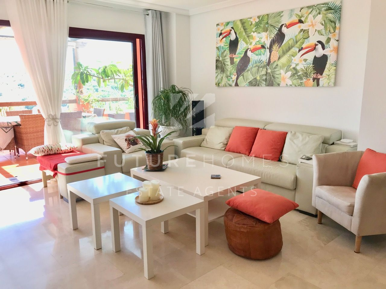 Immaculate and spacious apartment in Casares Golf, 5 minutes drive from the beach!