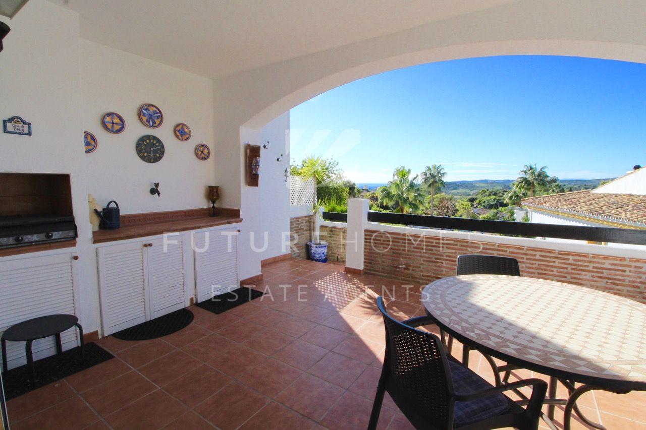 Very spacious corner townhouse near Estepona!