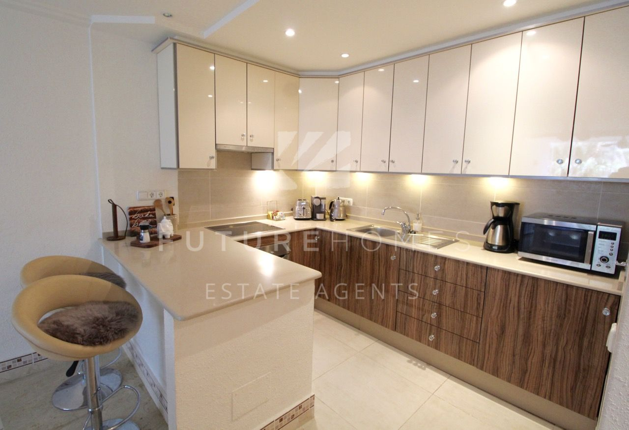 Modern apartment for sale in Puerto Paraiso, next to Estepona marina