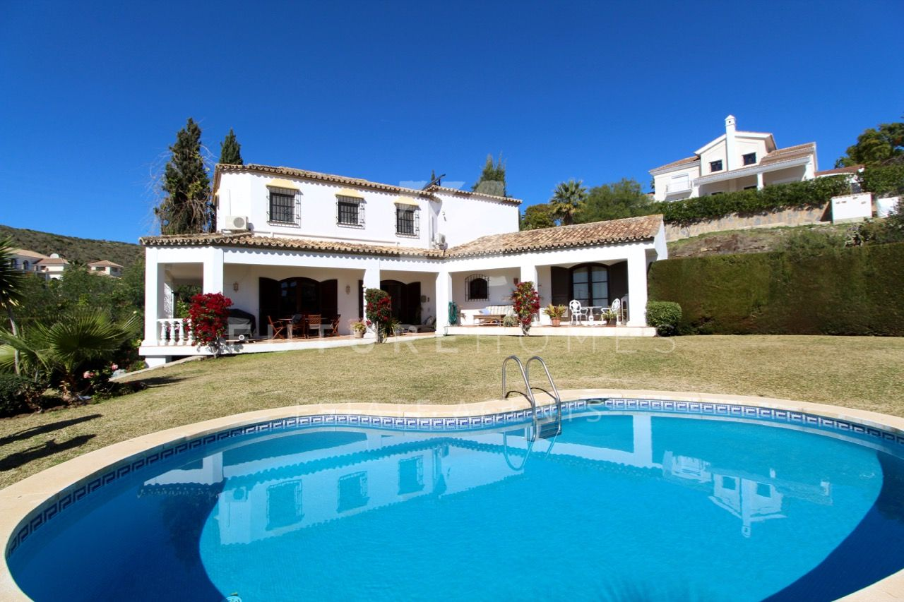 Spacious detached villa in El Paraiso Alto!