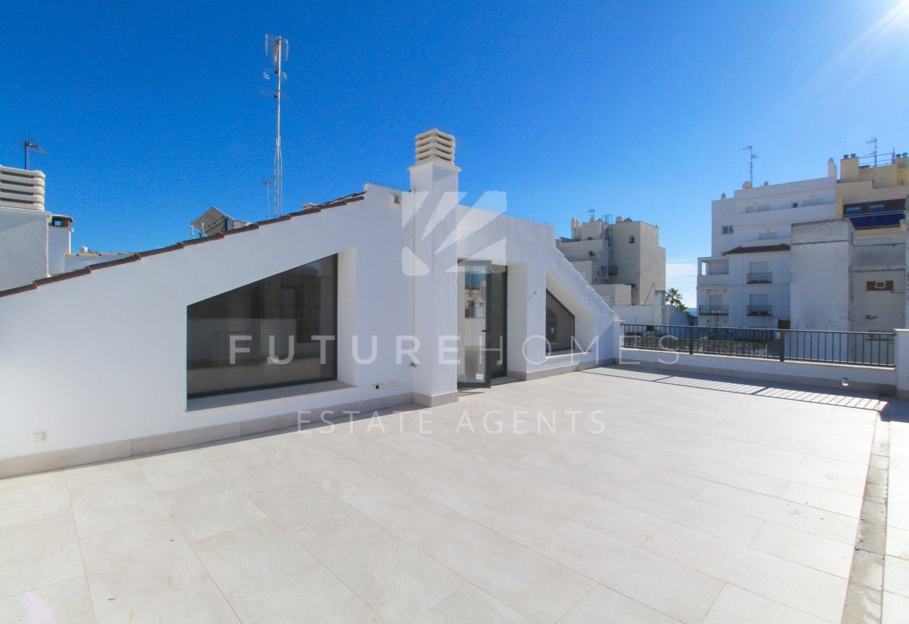 Brand new duplex penthouse with 91m2 terrace in the heart of Estepona old town