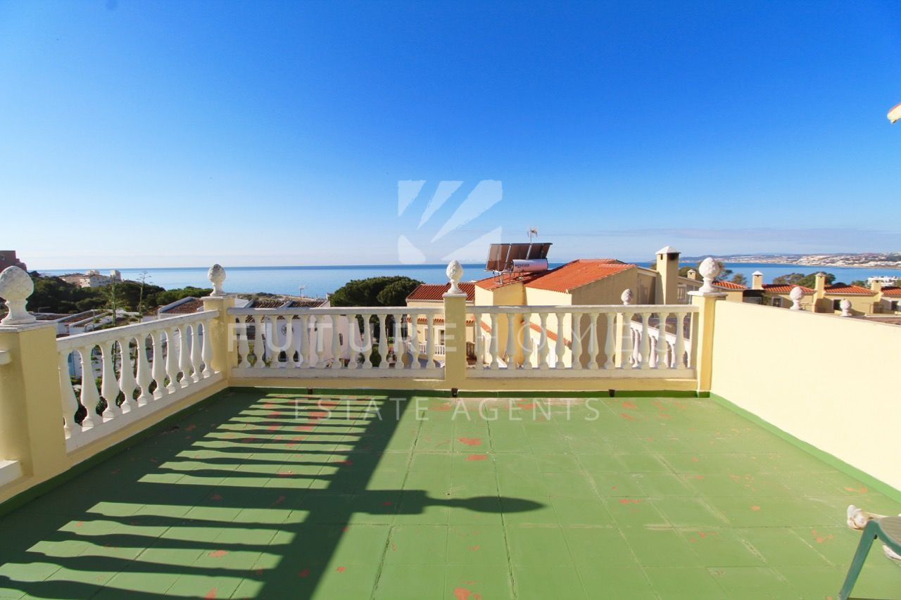 Corner townhouse located in SEGHERS Estepona, 5 minute walk from the marina and the beach!