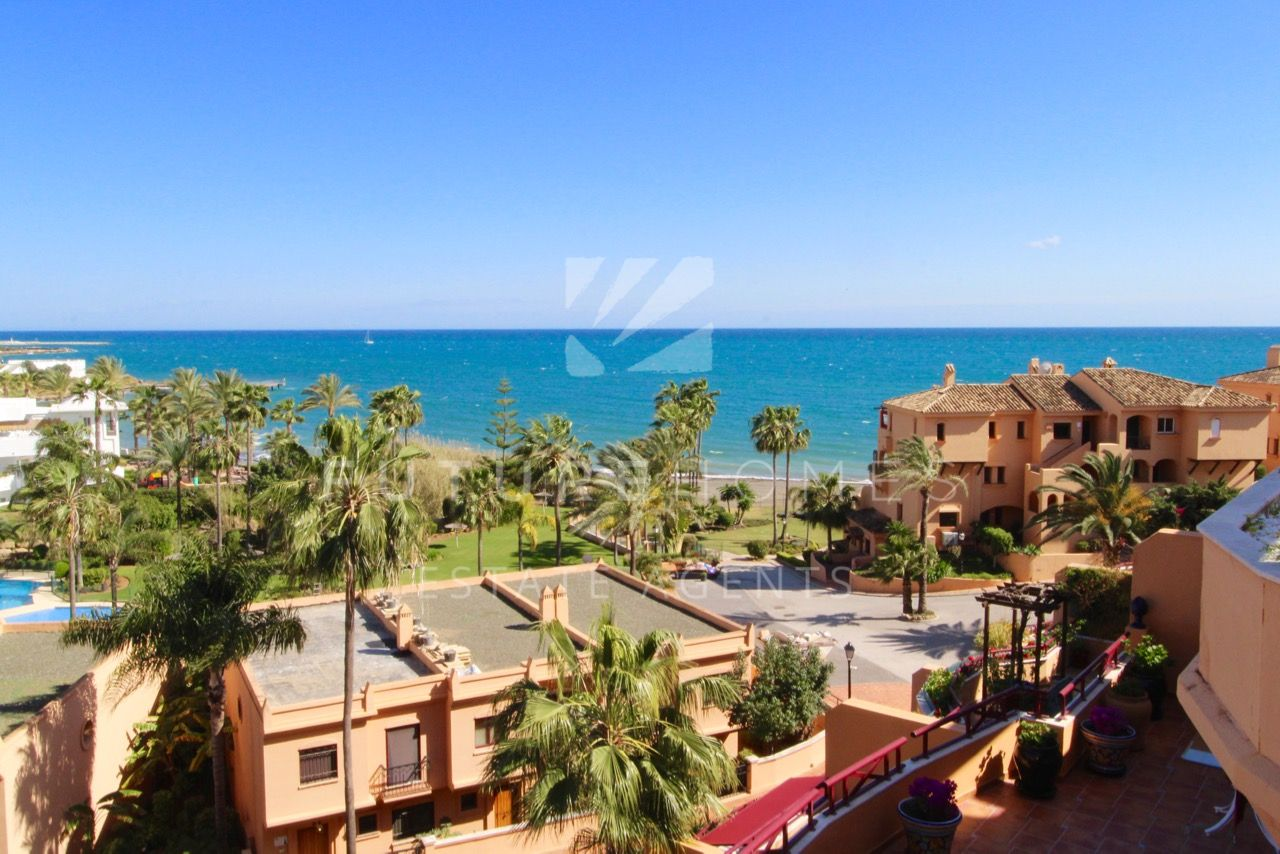 Penthouse apartment on popular Riviera Andaluza urbanization and within walking distance of Estepona port.