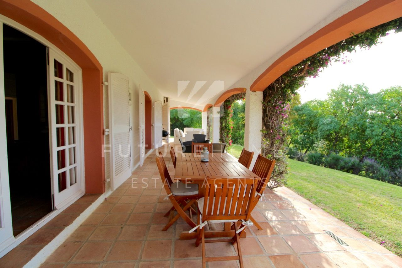 AMAZING OPPORTUNITY! Detached villa on a very large plot, in Atalaya Estepona!
