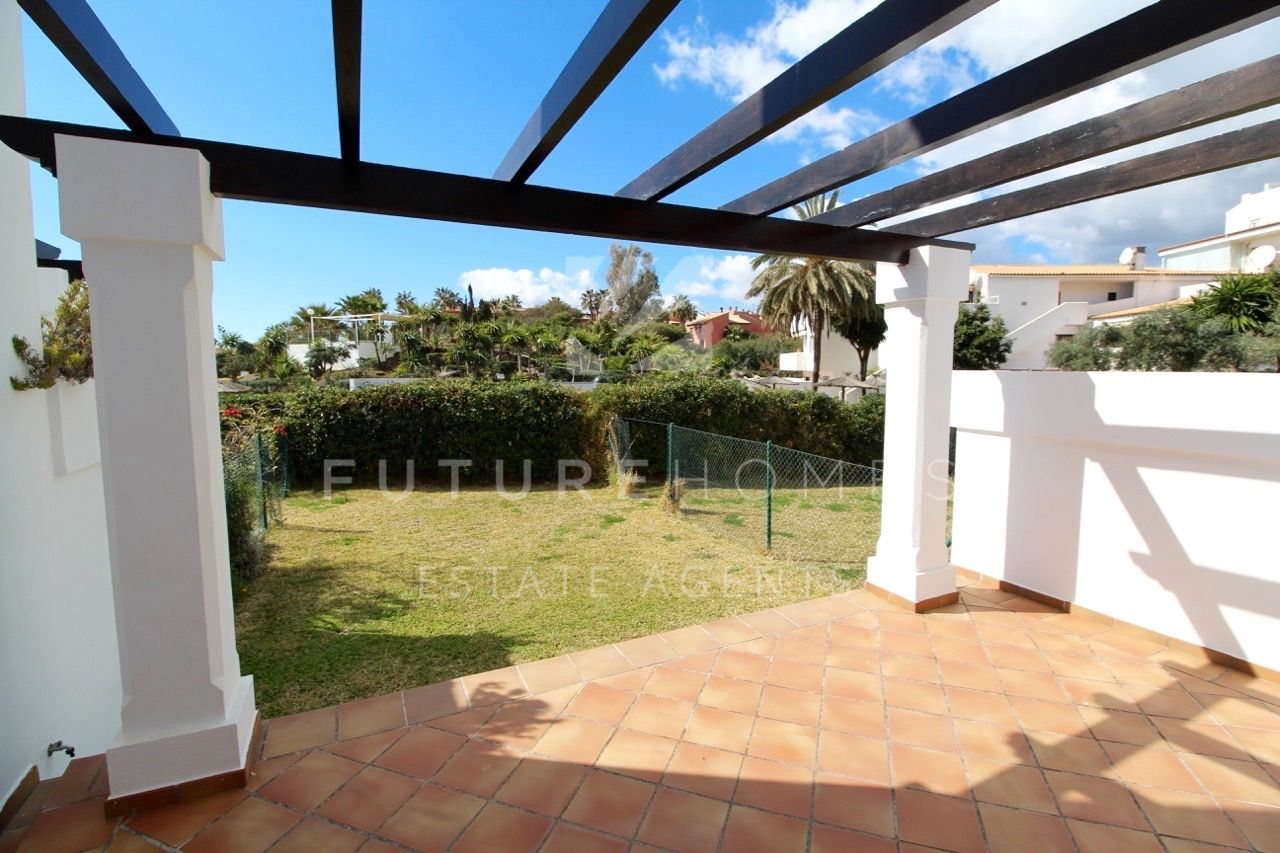 5 spacious townhouses for sale 1.5km west of Estepona port