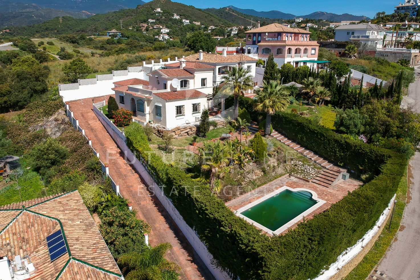 Detached villa for sale in Forest Hills Estepona with open views and beautiful garden