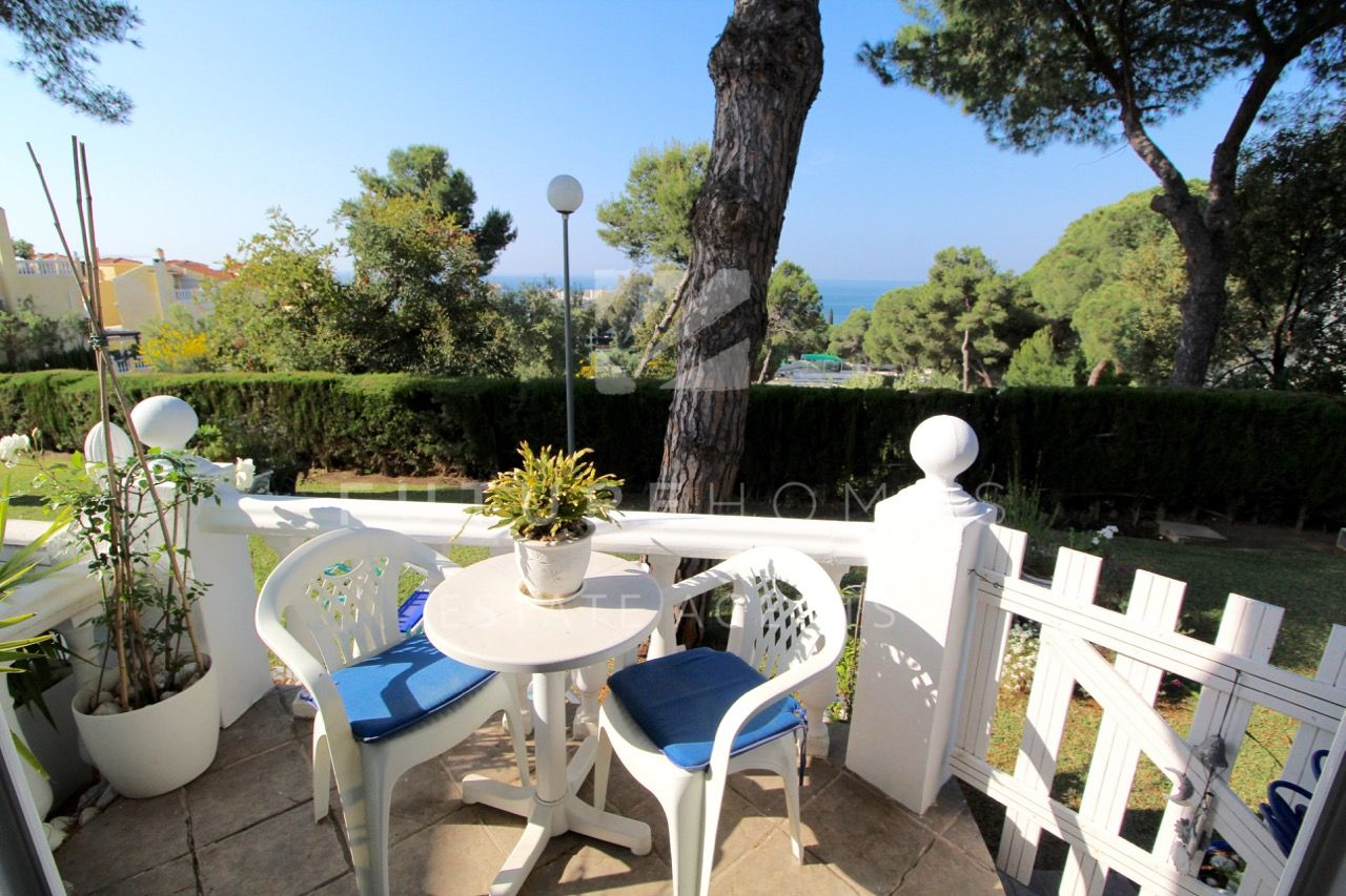 Beautiful apartment with sea views next to Estepona port!!