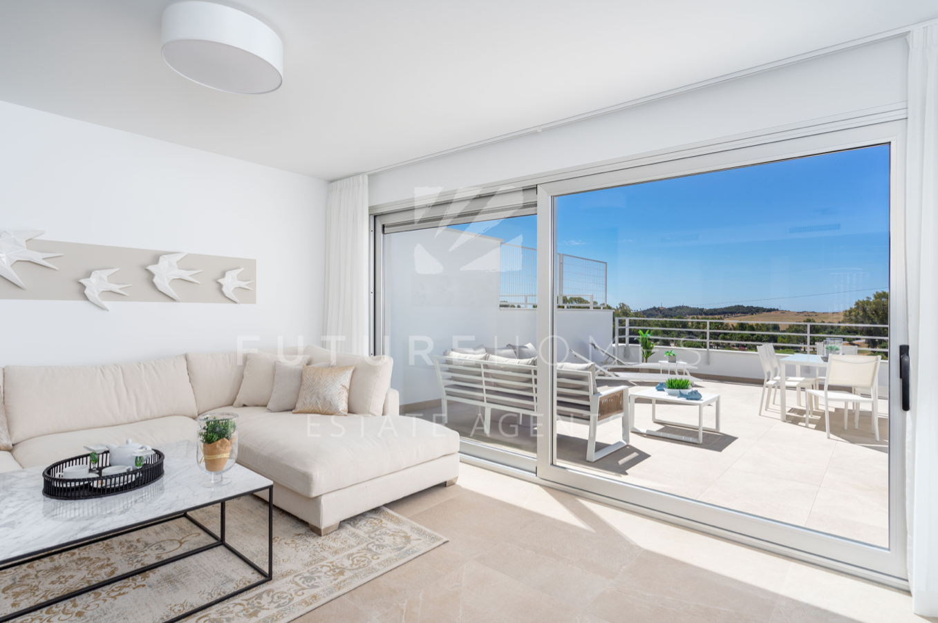 Modern townhouses on front line golf just ten minutes from Estepona