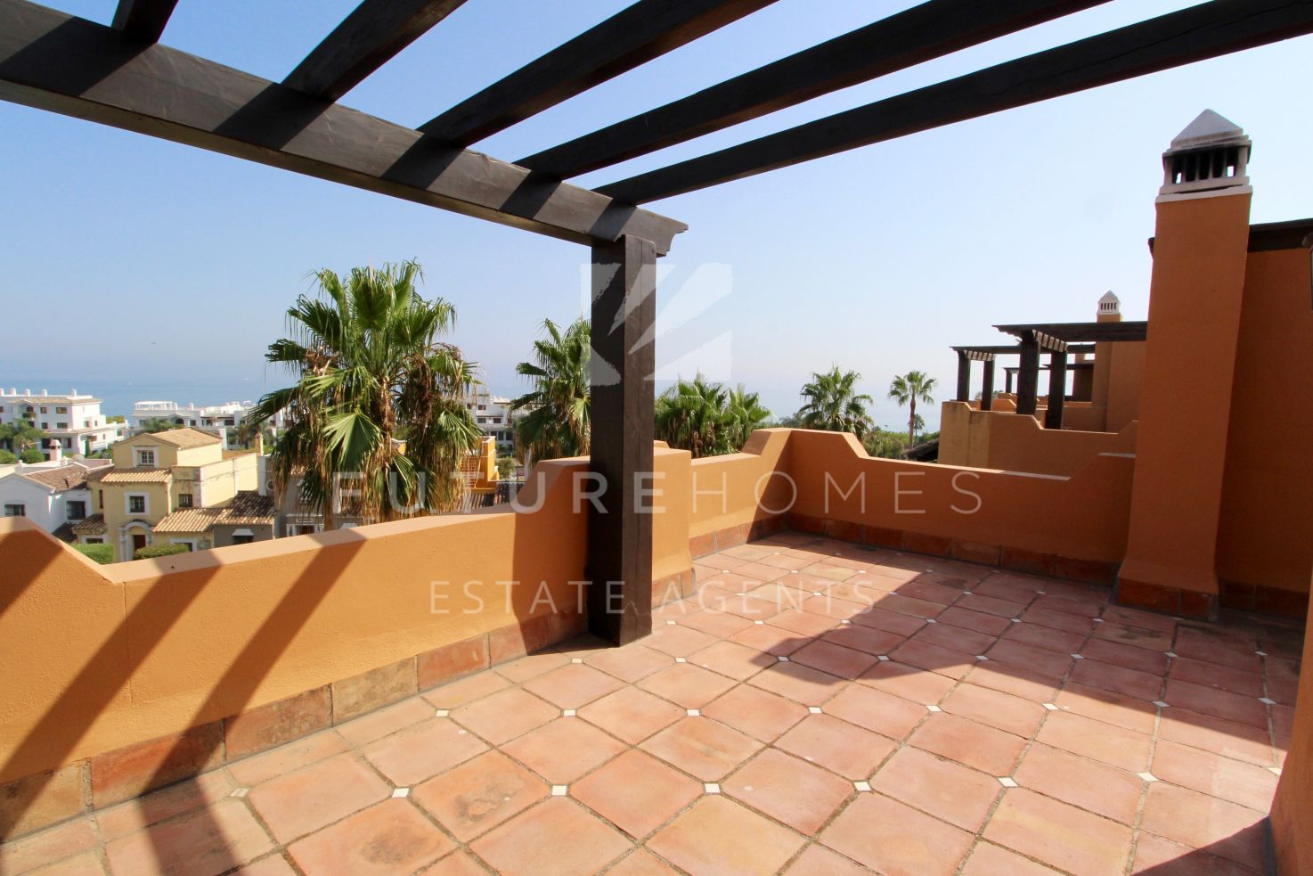 Superb townhouse in the highly sought-after community of Altos de Guadalobon, Seghers, next to Cristo beach Estepona