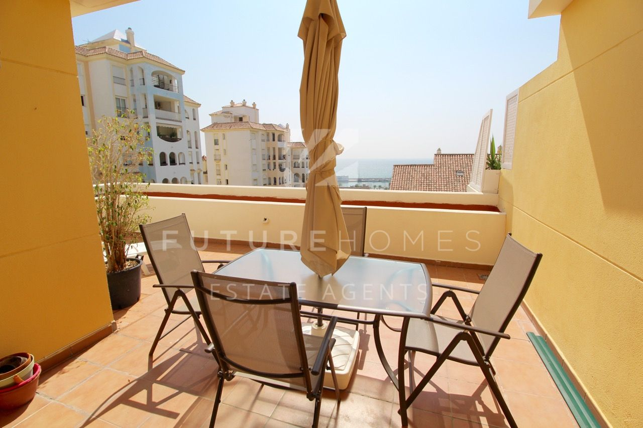 Spacious and bright apartment for sale in Puerto Alto with garage space next to Estepona port