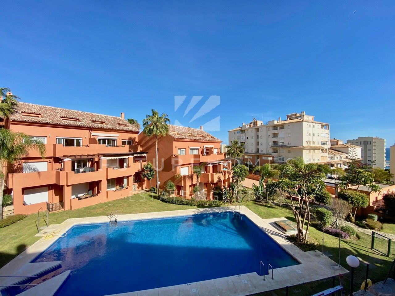 Apartment  for sale in  Estepona Marina