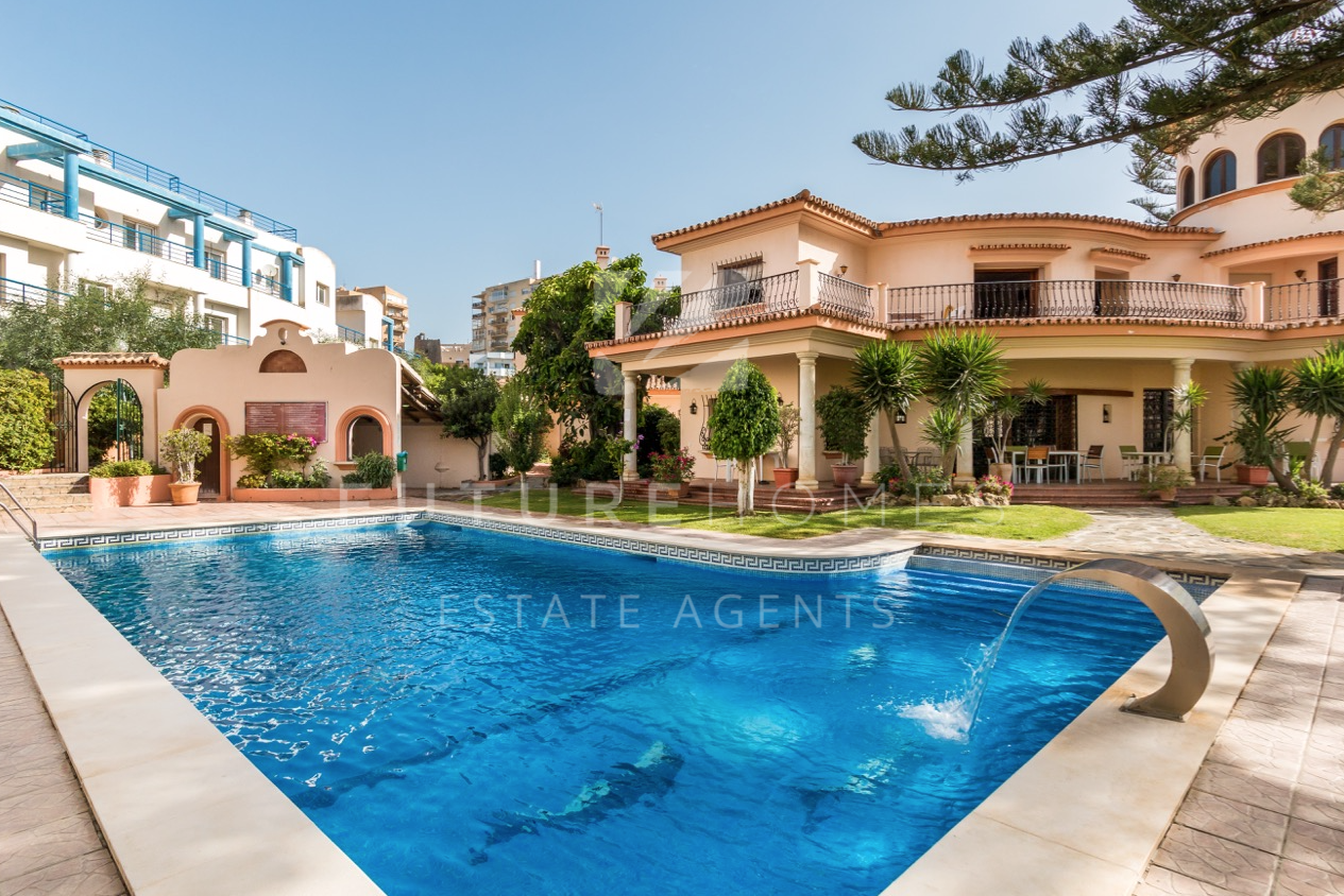 Spacious townhouse for sale in Belgravia Club, next to Estepona port