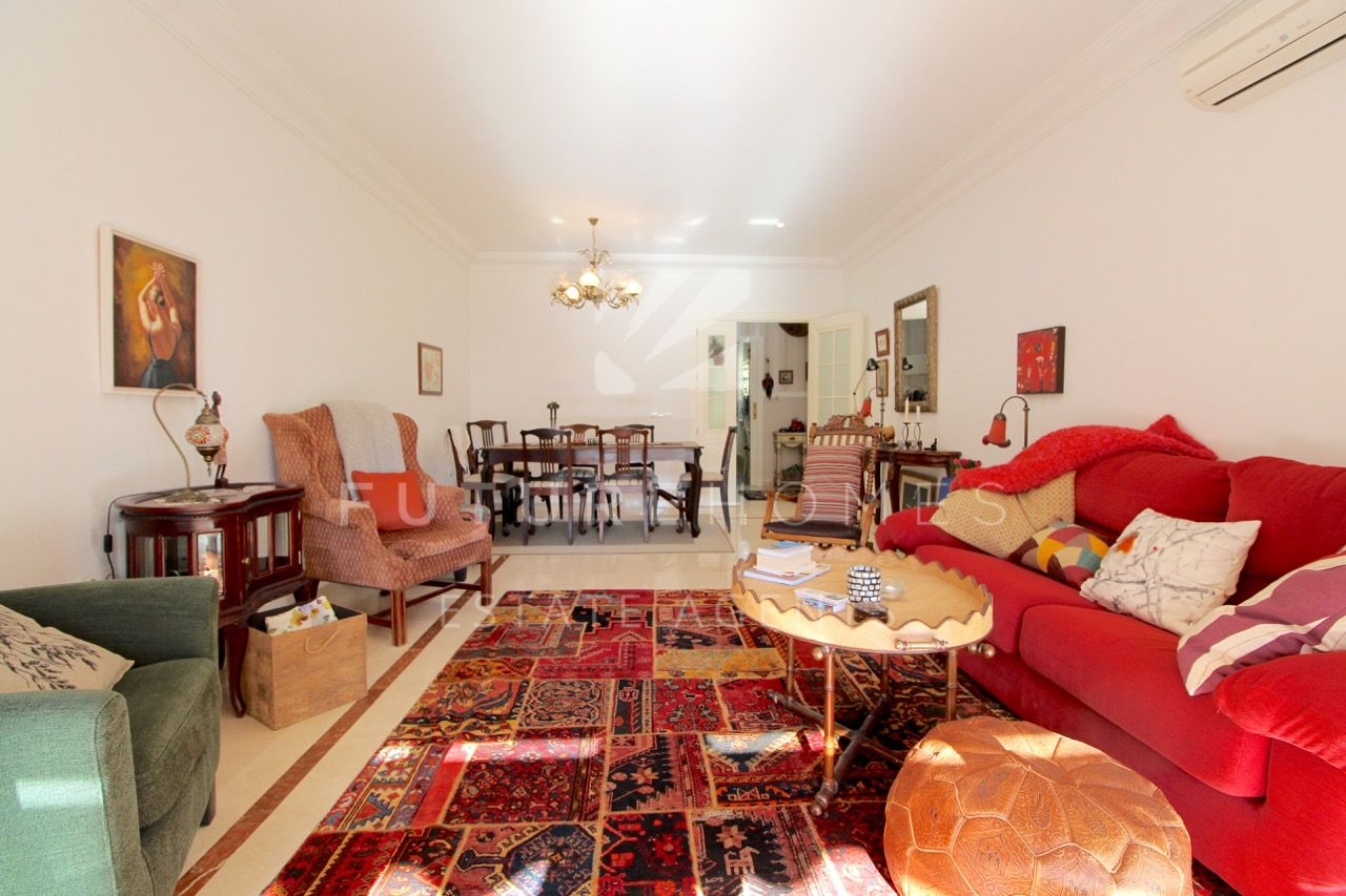 Stylish and spacious apartment located within metres of Estepona port.