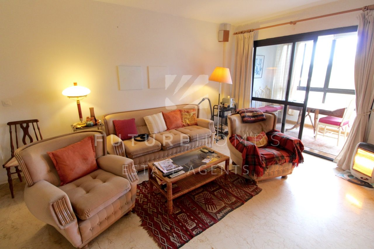 Spacious 1 bedroom apartment for sale near Estepona Port!