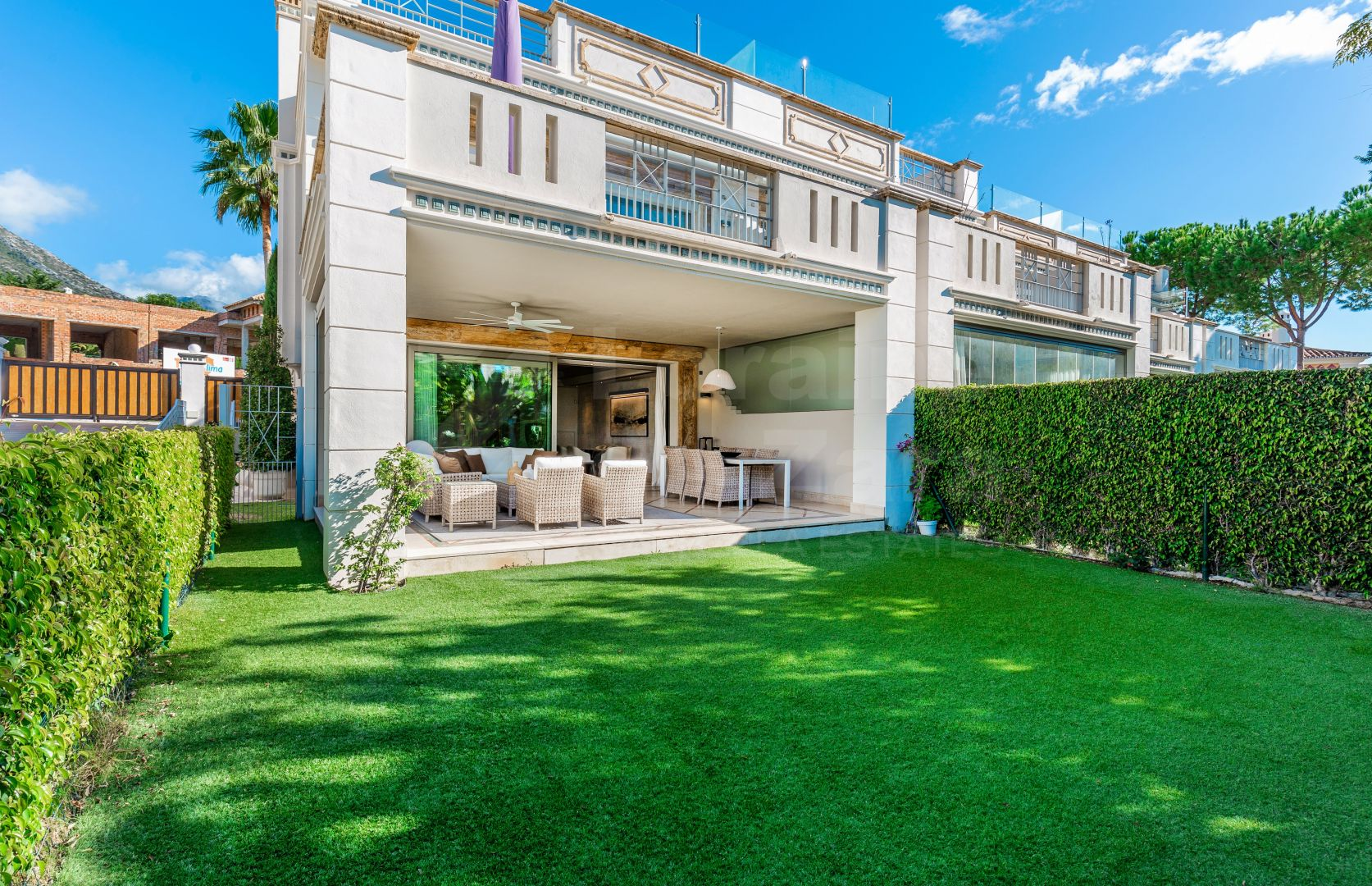 Luxury villa with 5 bedrooms in Sierra Blanca, Marbella