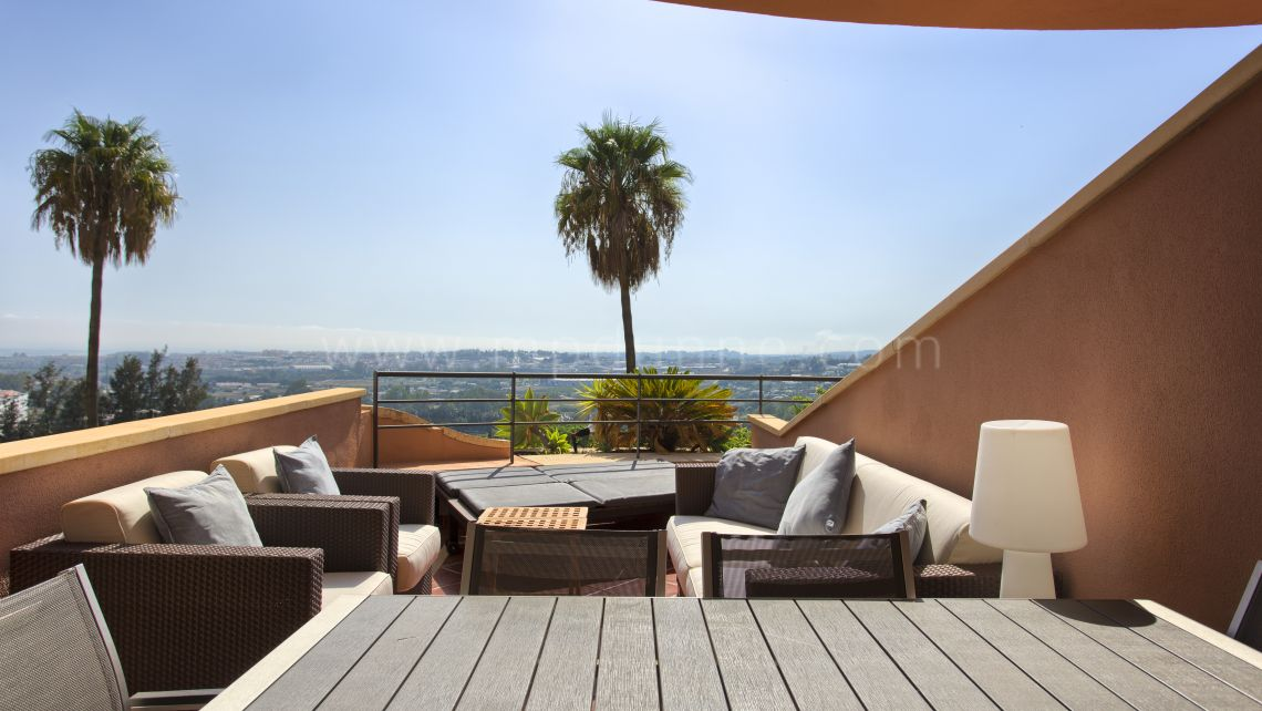 Nueva Andalucia, Modern apartment in Nueva Andalucia with breathtaking views!